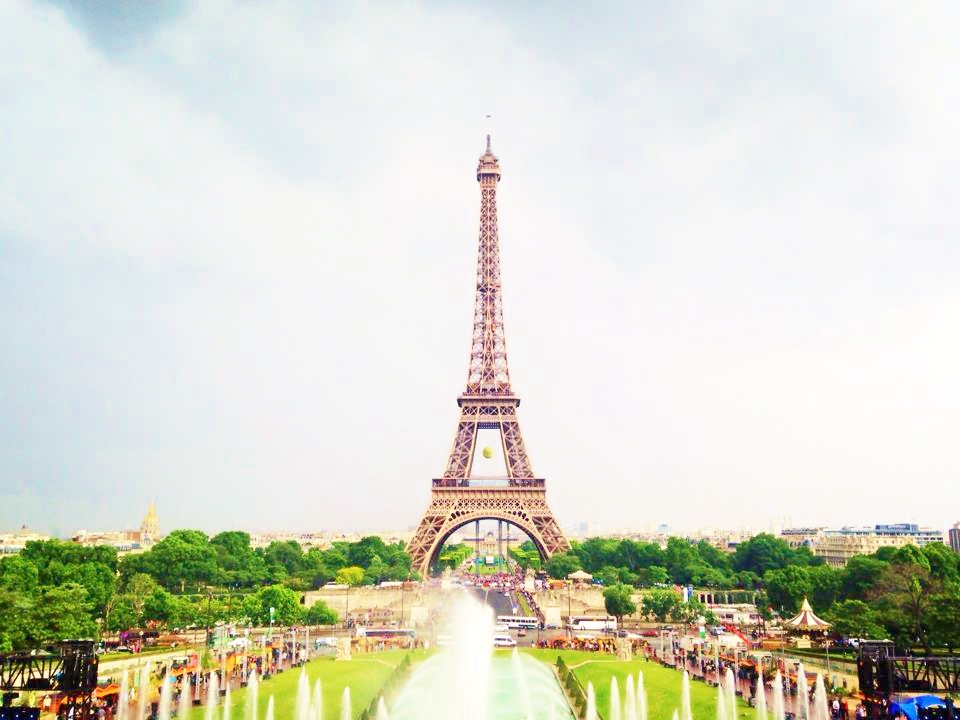 reasons to go to paris An expert guide to what to see in paris includes top ten places in paris to visit, an interactive map, site guide, entry info and free, printable guidebook.